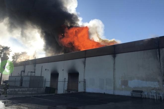 Un incendio destruyó las instalaciones de fabricación de vinilo Apollo / Transco