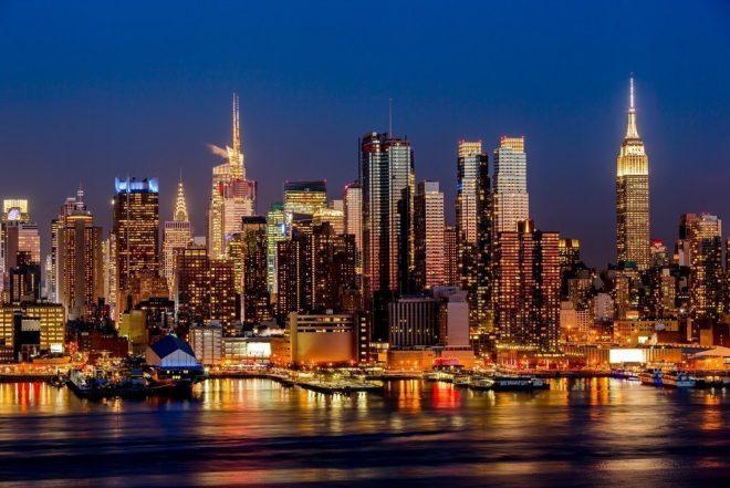 Nueva York cerrará todos los clubes y lugares para combatir el coronavirus
