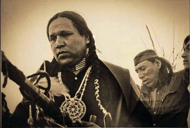 Fallece Leonard Crow Dog, el hombre medicina.