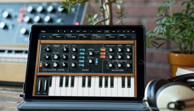 Moog y Korg lanzan aplicaciones de sus sintetizadores de forma gratuita en ayuda de los aislados